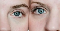 5. Hindari mengucek mata