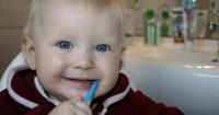 Jangan Salah Begini Cara Merawat Gigi Bayi Baru Tumbuh
