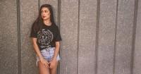 5 Tips Memadupadankan T-shirt Favorit Kamu