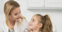4. Ajarkan anak cara berkomunikasi bagaimana memperlakukan orang lain tepat