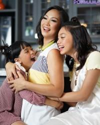 9.Ada kebiasaan khusus dari keluarga The Baldy's saat memperingati Hari Ibu