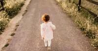 Tahapan Bayi Belajar Berjalan Dari Duduk Hingga Langkah Pertamanya
