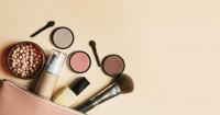 7. Gunakan makeup sederhana
