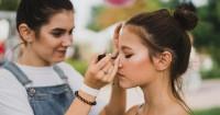 3. Hal harus diperhatikan saat mengaplikasikan makeup anak