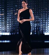 4. Mehgan mengenakan gaun Givenchy