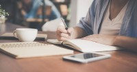 4. Menulis surat si Kecil