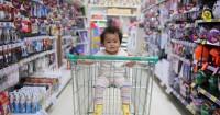 Ini Ma, Tips Agar Bayi Tidak Rewel saat Diajak Jalan-jalan ke Mall