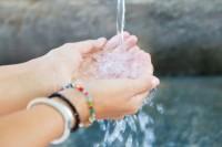 1. Jaga kesehatan selalu cuci tangan