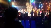 4. Pakai live musik sebagai pengiring pertunjukan