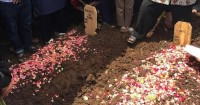 Korban Tsunami Banten, Aa Jimmy Dimakamkan Sebelahan Sang Istri