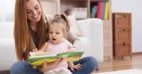 4. Membaca buku bersama-sama