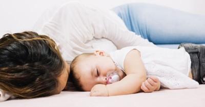 3 Rekomendasi Posisi Tidur yang Nyaman setelah Melahirkan