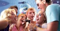 7. Bernyanyilah rayakan malam pergantian tahun bahagia