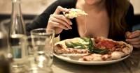 3. Makan makanan favorit