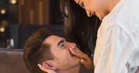 4. Ciuman area selangkangan menciptakan gairah memuncak