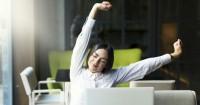 6 Gerakan Stretching Sederhana Menghilangkan Lelah saat Bekerja