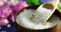 1. Beras putih bisa menghilangkan daki tubuh