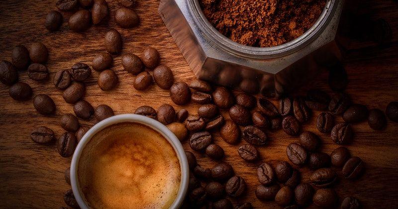 2. Bubuk kopi hitam