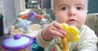 Perkembangan Bayi Usia 8 Bulan 3 Minggu Memantapkan Motorik Kasar