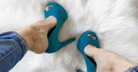 Cara Melonggarkan Sepatu Kekecilan
