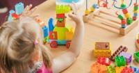 5. Pilih mainan sesuai usia