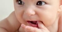 8 Cara Efektif Meredakan Rasa Sakit Akibat Gusi Bengkak Bayi