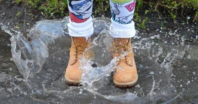 Musim Hujan, Begini Cara Cepat Bersihkan Sepatu Kotor