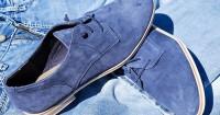3. Sepatu suede atau bludru