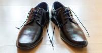 2. Sepatu kulit