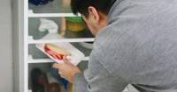 2. Menyimpan segala makanan lemari es