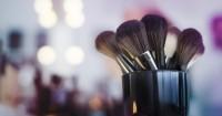 1. Kuas makeup