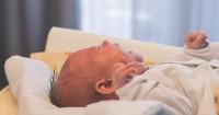 5 Cara Aman Alami Mengeluarkan Dahak Bayi