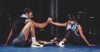 2. Berolahraga bersama menjadi kegiatan romantis menyehatkan