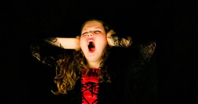 Peka Terhadap Suara, Ini Tanda Anak Pendengaran Sensitif