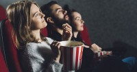 7 Hal Harus Diperhatikan Saat Ibu Hamil Hendak Nonton Bioskop