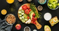 4. Mengenalkan berbagai jenis makanan ke anak