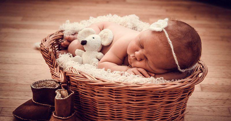 4. Menidurkan bayi posisi berbeda
