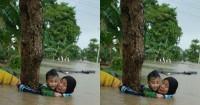 2. Seorang nenek bersama cucu terjebak saat banjir