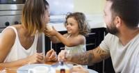 Cara Mengajarkan Anak Makan Sendiri Biar Semakin Mandiri