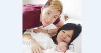 Foto Marcus bersama istri bayinya
