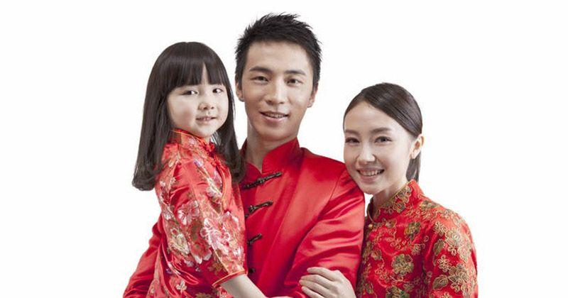 2. Angpao selalu berwarna merah bermakna membawa keberuntungan