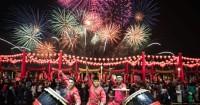 3. Merayakan Imlek pesta kembang api