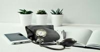 2. Memeriksa tekanan darah secara rutin