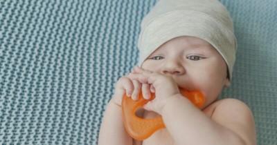 5 Hal yang Perlu Diperhatikan saat Bayi Menggunakan Teether