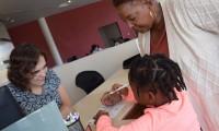 4. Dari toples tabungan, Mama bisa ajarkan anak cara menggunakan tabungan bank