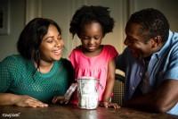 2. Setelah anak paham konsep bekerja, ajarilah juga konsep budgeting