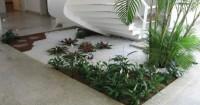 3. Tampil asri tanaman bawah tangga