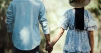 Ungkap 5 Rahasia Manfaat Bergenggaman Tangan Pasangan
