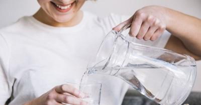11 Manfaat Minum Air Hangat untuk Kesehatan Tubuh
