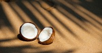 7. Minyak kelapa mengandung antivirus baik sebagai obat batuk ibu menyusui